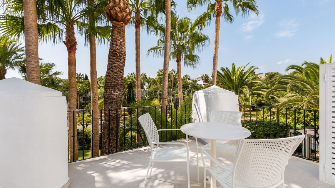 Marbella Golden Mile, Recently refurbished apartment in Puente Romano