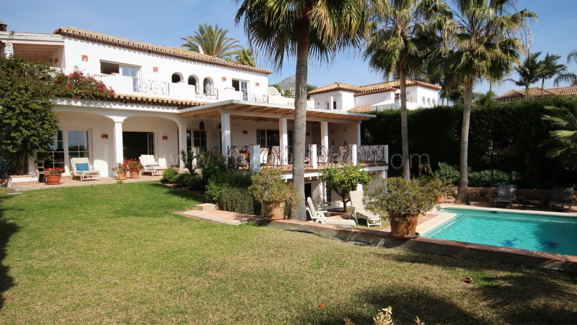 Nueva Andalucia, Villa familiar cerca de campos de golf en Marbella Country Club