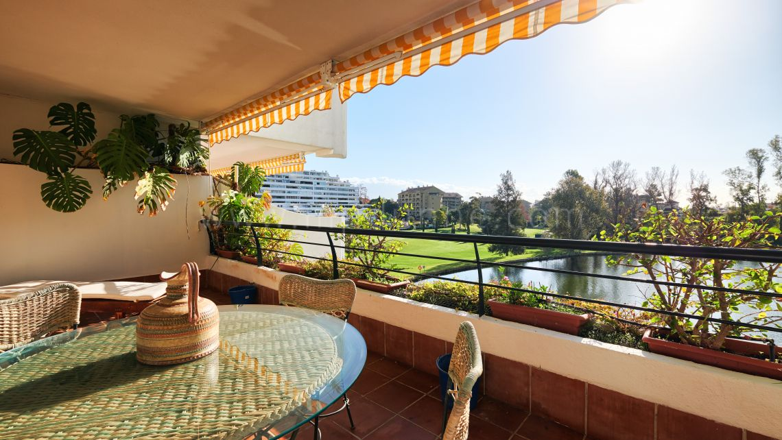 San Pedro de Alcantara, Very spacious apartment in Guadalmina Alta