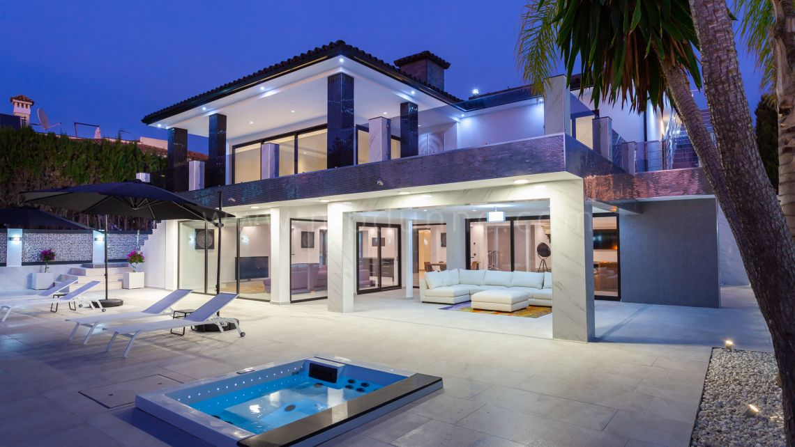 Marbella East, Stunning contemporary villa in Los Monteros Playa