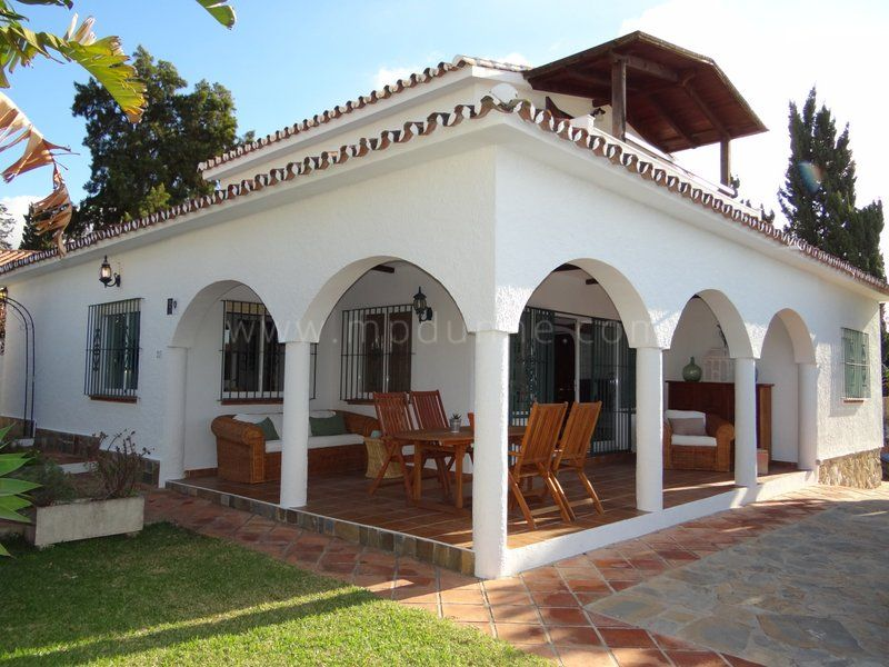 Marbella East, Charming beachside villa in Costabella