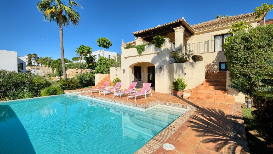 Benahavis, Beautiful villa in Urb. Mirador del Paraiso, Benahavis