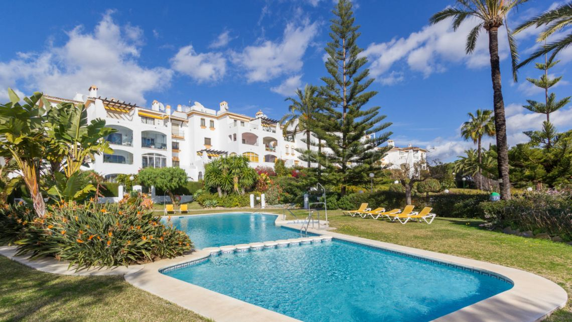 Nueva Andalucia, Newly renovated apartment in Cerro Blanco, next to Centro Plaza