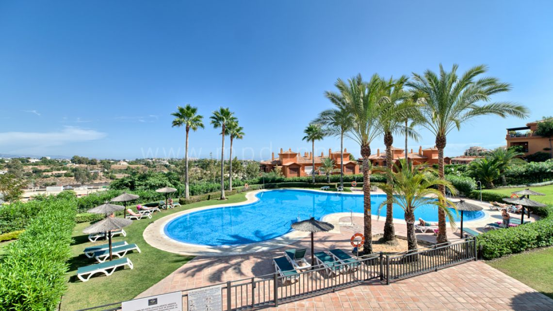 Benahavis, Corner Apartment For Sale in Benahavis