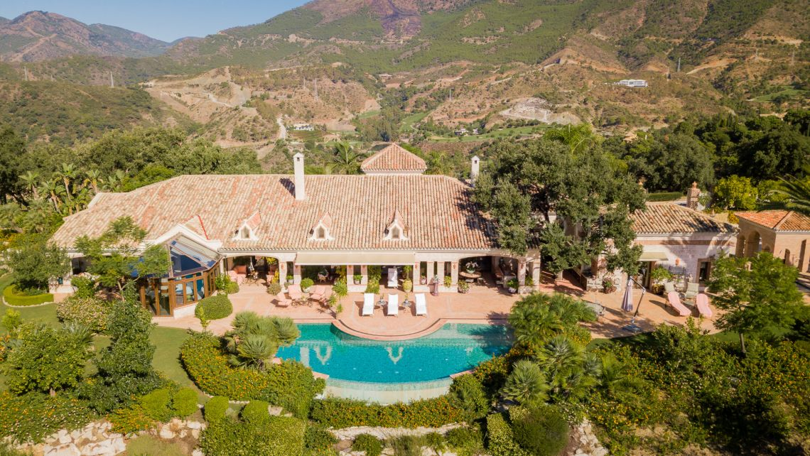 Benahavis, Elegant Villa in La Zagaleta with Panoramic Sea and Golf Views