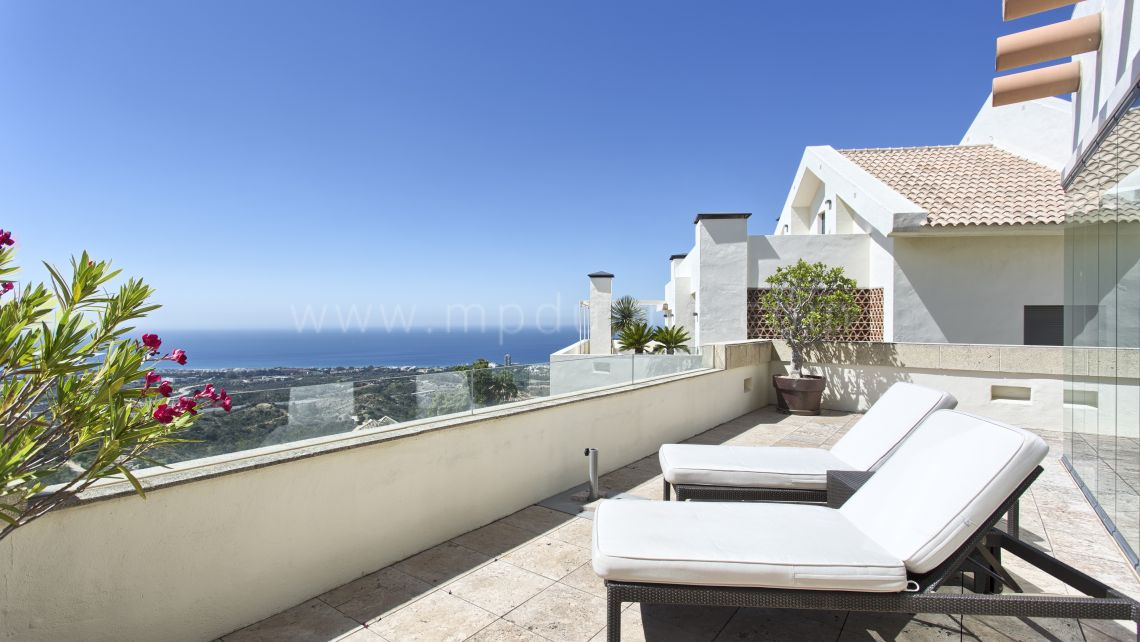 Marbella East, Beautiful penthouse in Los Monteros Hill Club
