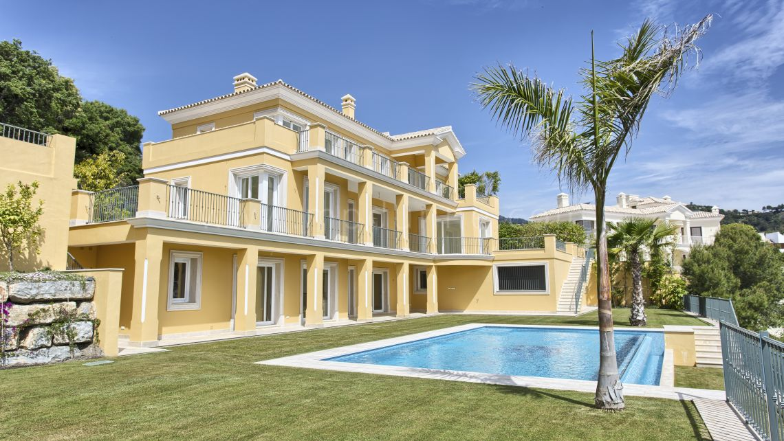 Benahavis, Spacious family villa in Los Arqueros Golf, Benahavis