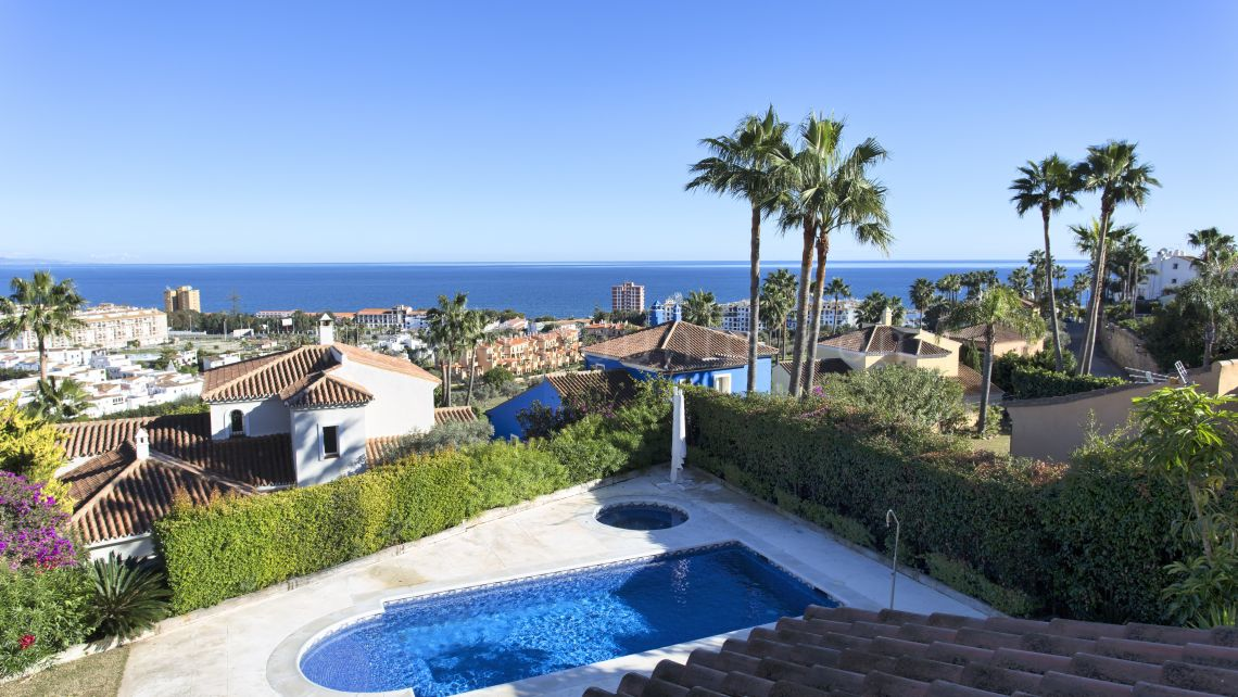 Manilva, Renovated villa near the beautiful beaches of La Duquesa