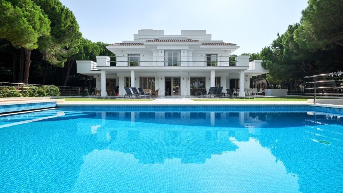 Marbella East, New modern charming villa in Las Chapas