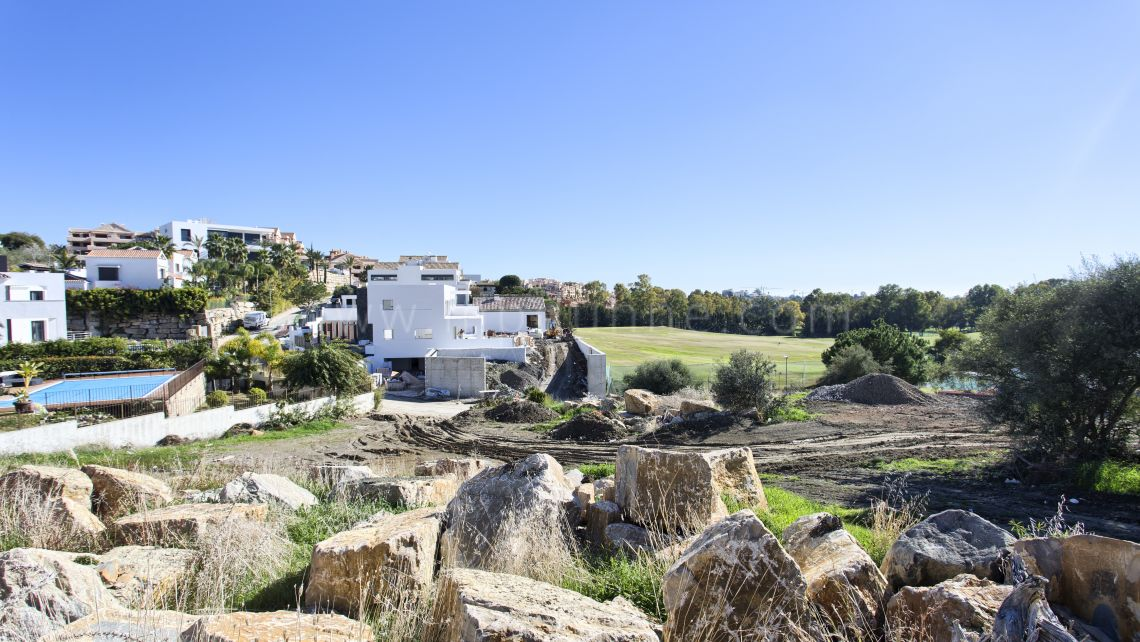 Benahavis, Plot for sale with project and license in La Alqueria
