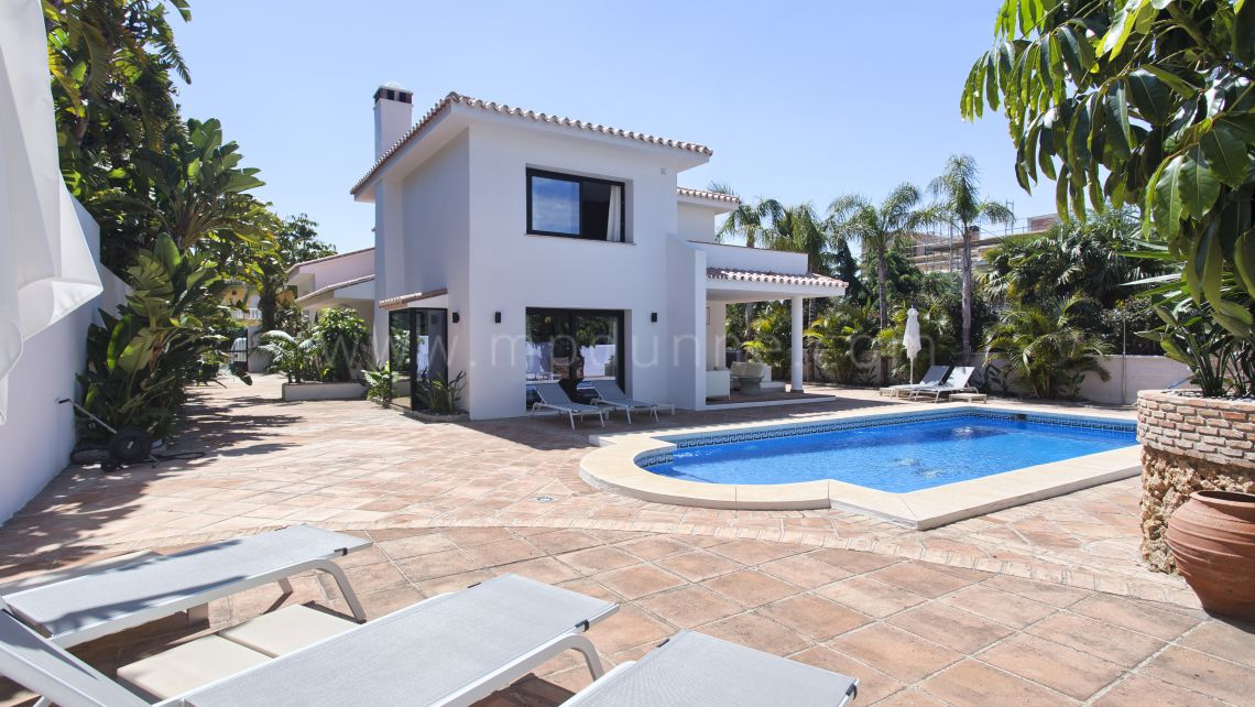 Marbella East, Renovated villa in Los Monteros Playa, Marbella East