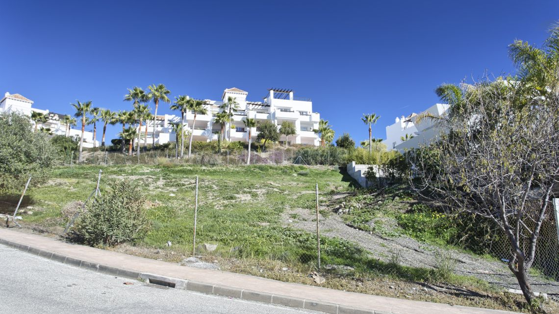 Benahavis, Plot with project and license for sale in La Alqueria