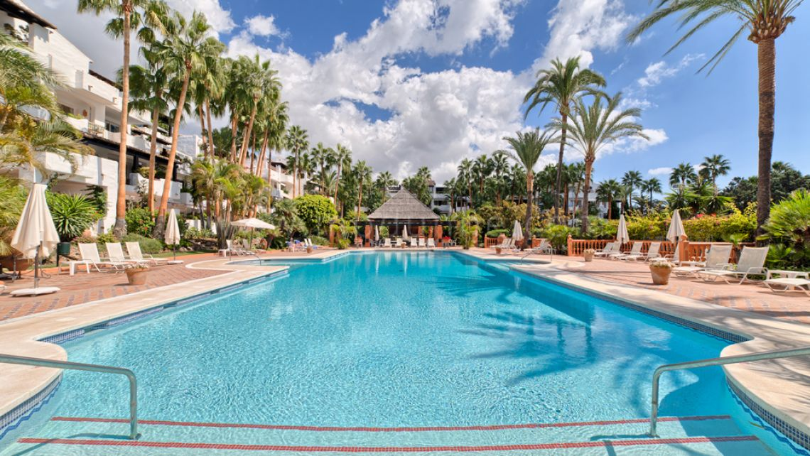 Marbella Golden Mile, Three Bedroom Refurbished apartment in Puente Romano Marbella