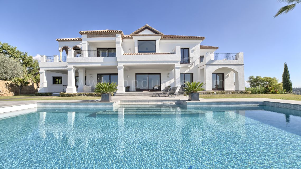 Benahavis, Luxury villa in Los Flamingos Golf, Benahavis
