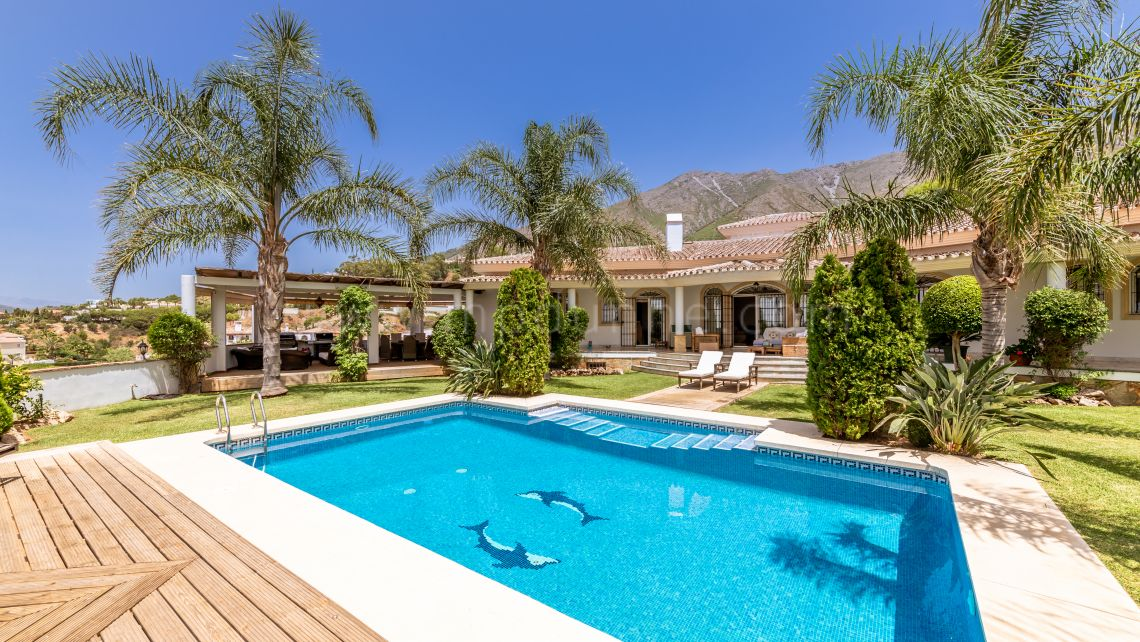 Mijas, Stunning Villa For Sale in Valtocado, Mijas