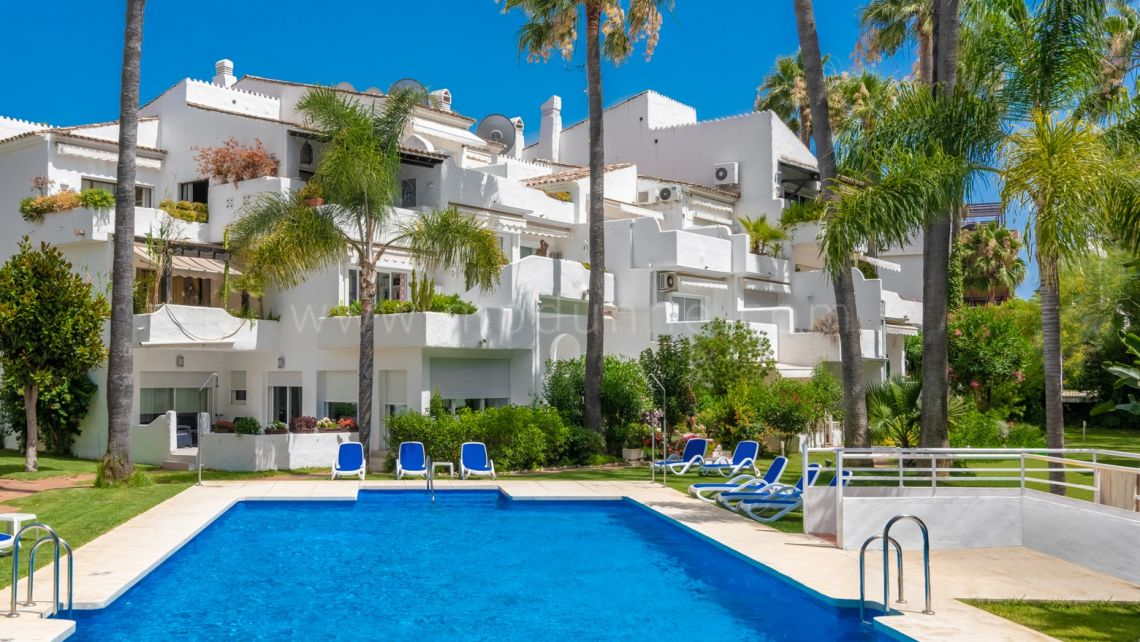 Marbella - Puerto Banus, Triplex apartment second line beach in Puerto Banus