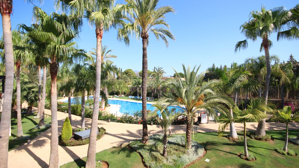 Nueva Andalucia, Exclusive opportunity in Medina de Banus, 2 bedroom corner apartment with pool views