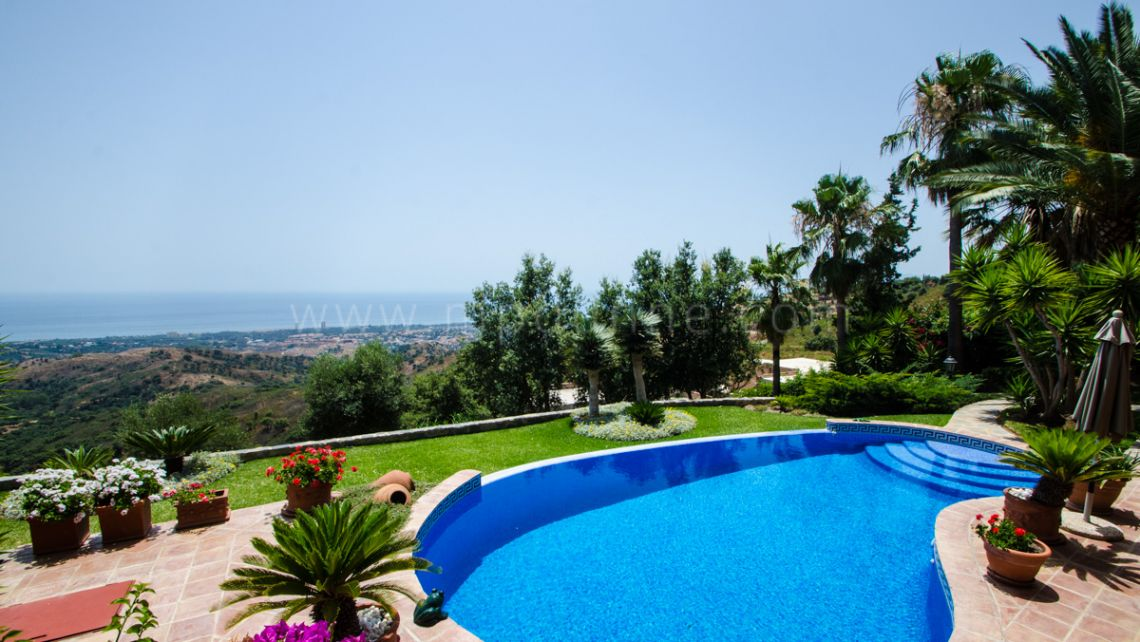 Marbella East, Great villa with panoramic views in La Mairena