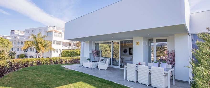 Benahavis, New contemporary style apartment for sale in La Quinta Golf, Benahavis