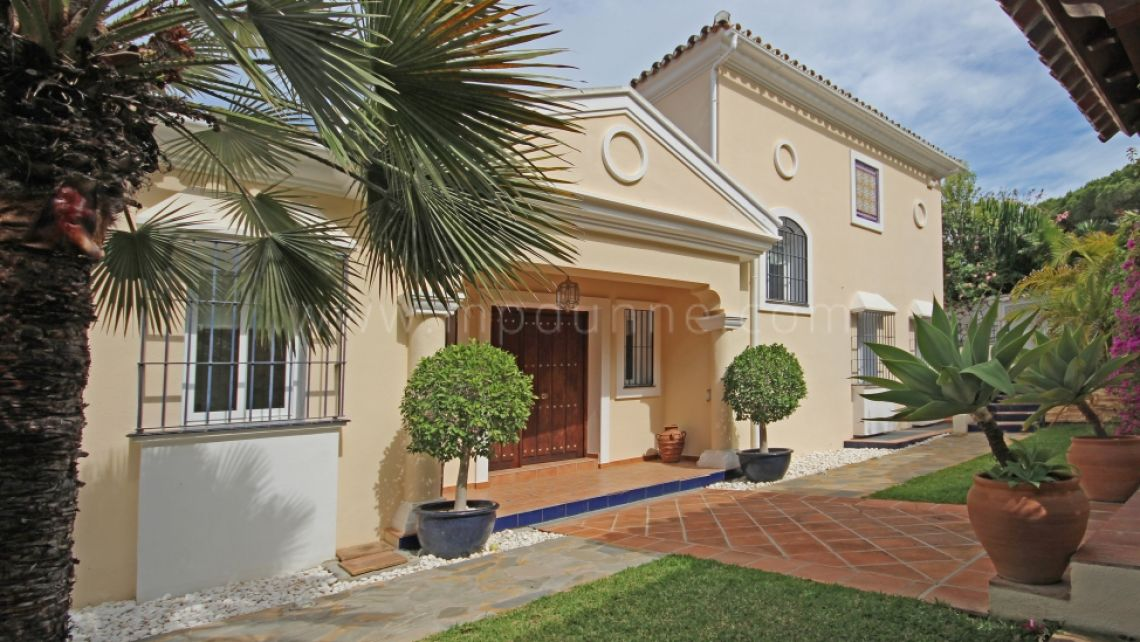 Nueva Andalucia, Outstanding 5-bedroom family villa in Las brisas with walking distance to everything