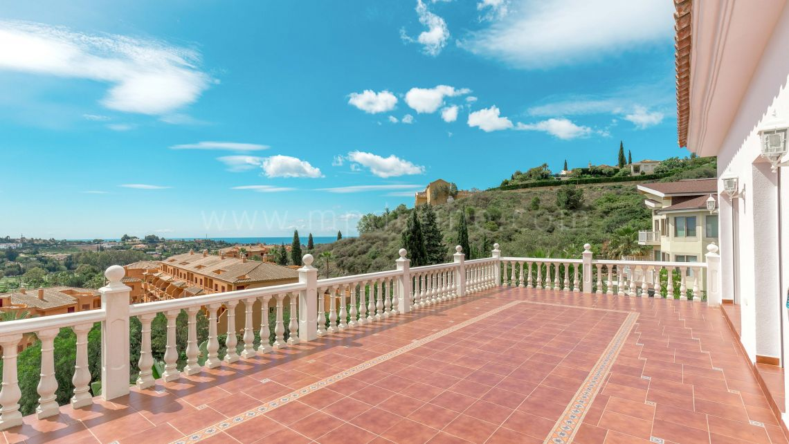 Benahavis, Villa in El Paraiso Medio with sea views
