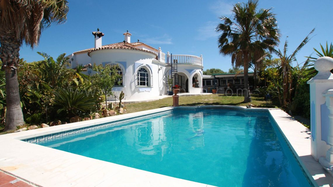 Estepona, Very Privat villa with a guest house priced to sell. Before 895,000 € NOW 659,000 €