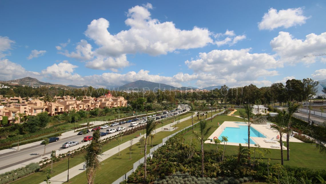 Estepona, Luxurious apartment for sale in Atalaya Golf