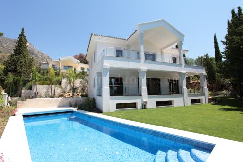 Marbella Golden Mile, New construction in Cascada de Camojan, Marbella