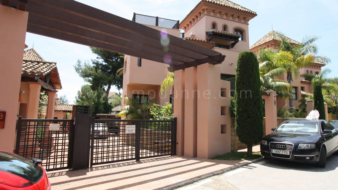 Exclusive townhouse in Cascada de Camojan, Marbella Golden Mile - Gallery