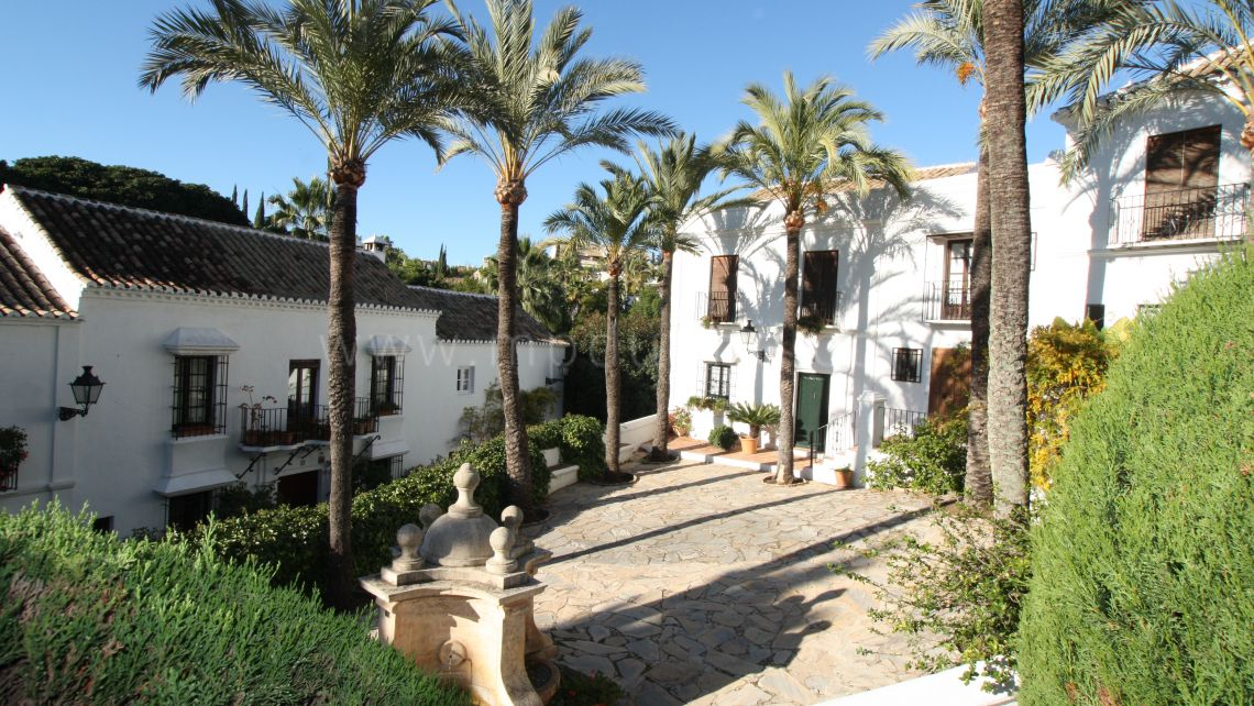 Marbella Golden Mile, Townhouse for sale in Las Lomas Pueblo