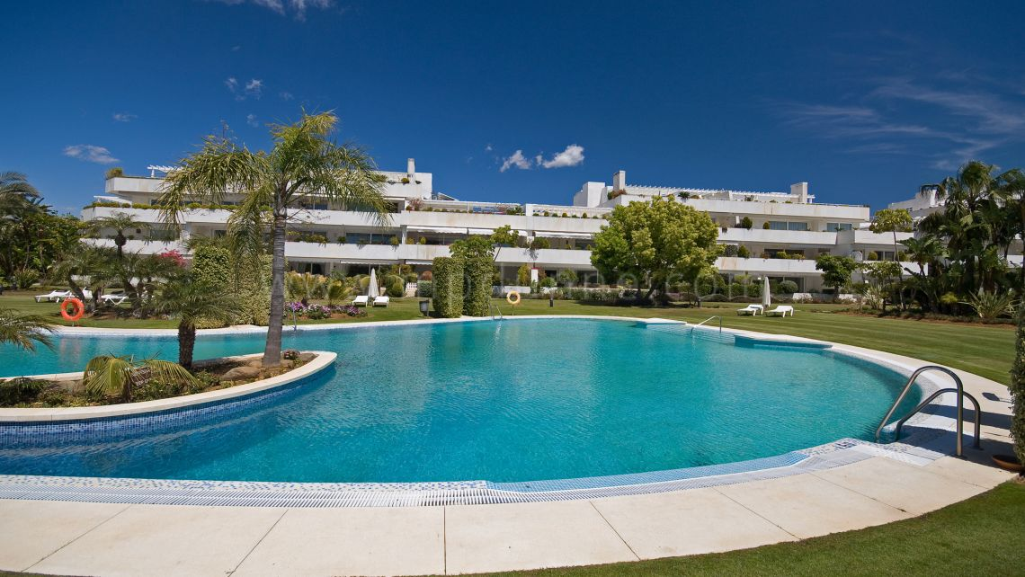 Stunning apartment in an exclusive golf complex in Nueva Andalucia - Gallery