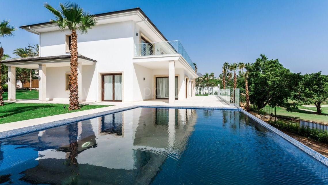 Nueva Andalucia, Brand new modern turn key ready to move villa in Los Naranjos!