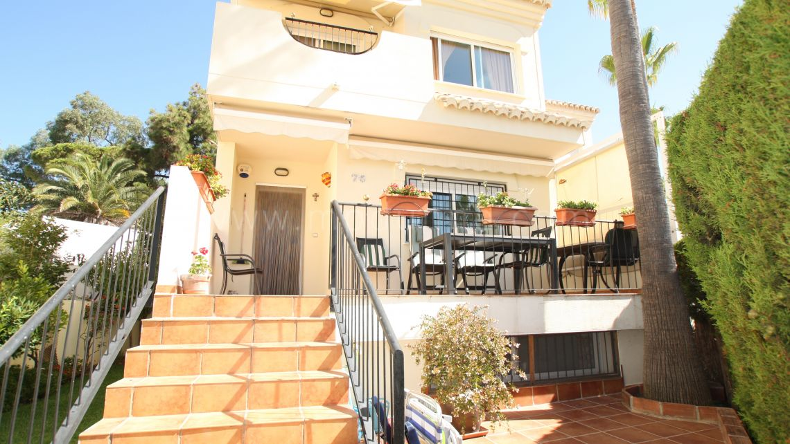 Marbella East, Spacious townhouse close to the beach in East Marbella