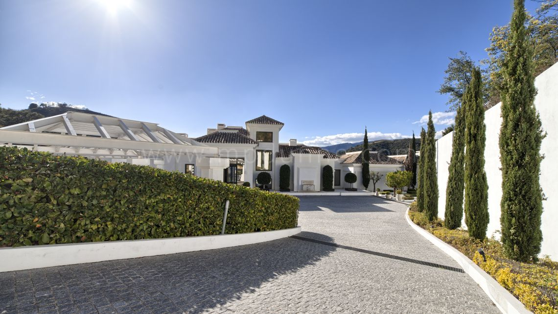 Benahavis, Luxury Modern Contemporary Villa for sale in La Zagaleta