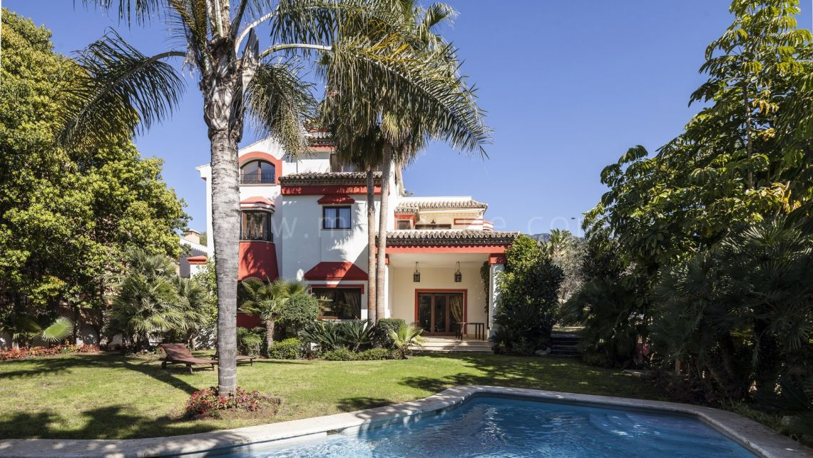 Marbella Golden Mile, 5 bedroom Villa in Altos de Puente Romano