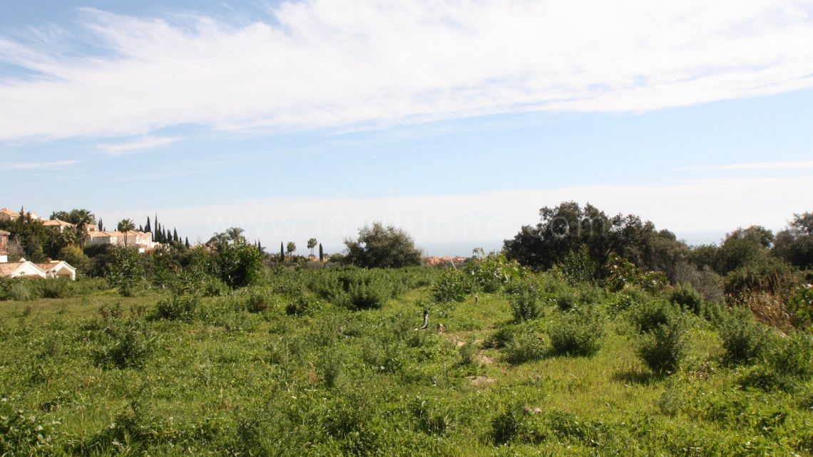 Marbella Golden Mile, Plot with sea views in Cascada de camojan