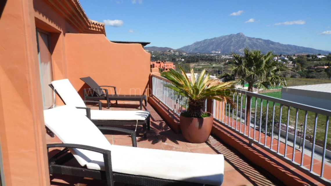Benahavis, 3 bedroom Penthouse with sea views in Benatalaya