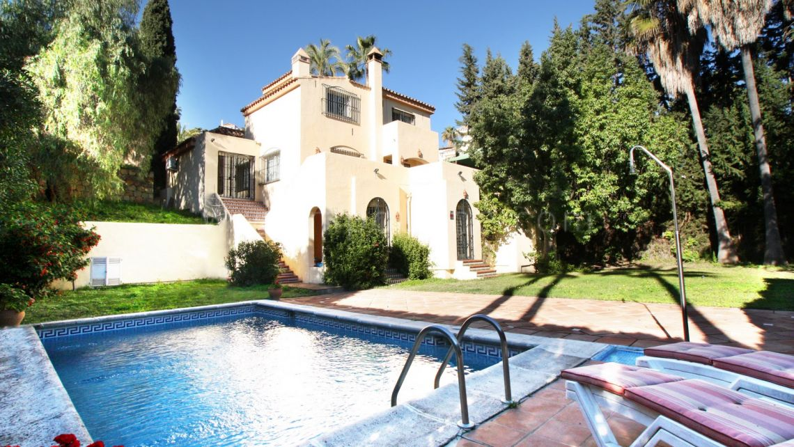Nueva Andalucia, Villa for sale in Los Naranjos Hill Club
