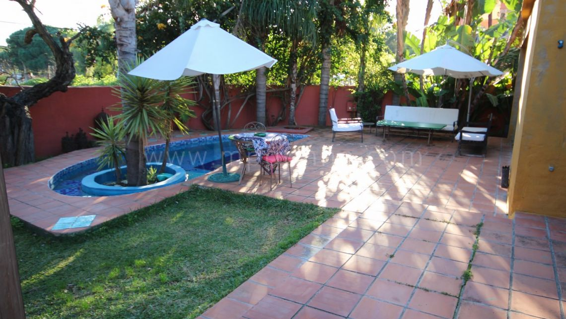 Marbella Golden Mile, Lovely family villa for sale in residential area of Nagüeles