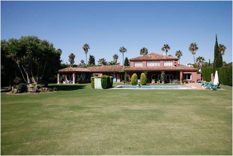 Sotogrande, Delightful villa situated in a privileged area in Sotogrande Costa