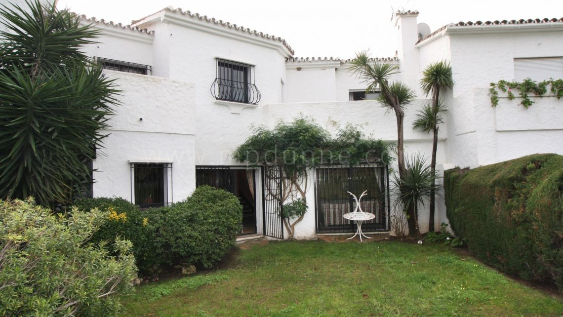 Nueva Andalucia, Front line golf Double Townhouse