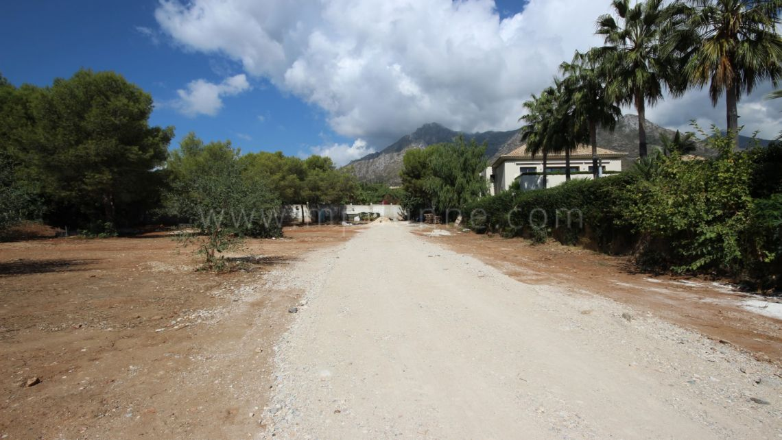 Marbella Golden Mile, Plot for Sale in Quinta de Sierra Blanca
