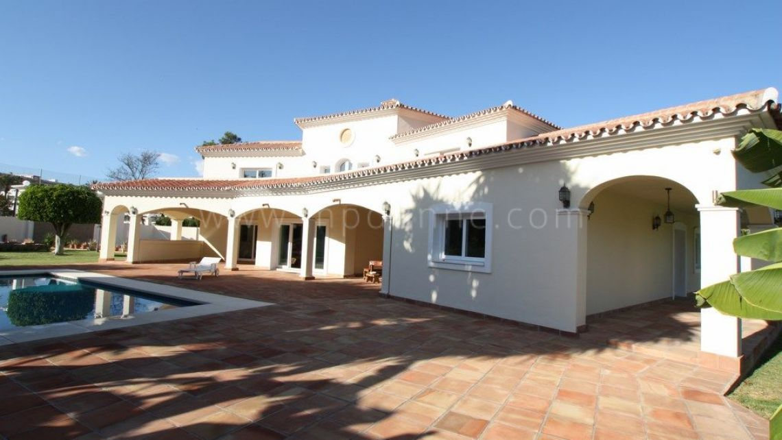 San Pedro de Alcantara, Rustic style, beachside villa for sale in Guadalmina Baja