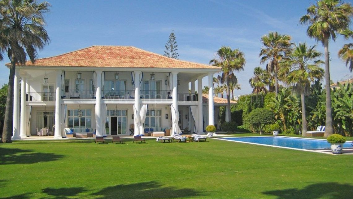 San Pedro de Alcantara, Stunning beach front villa for sale in Guadalmina