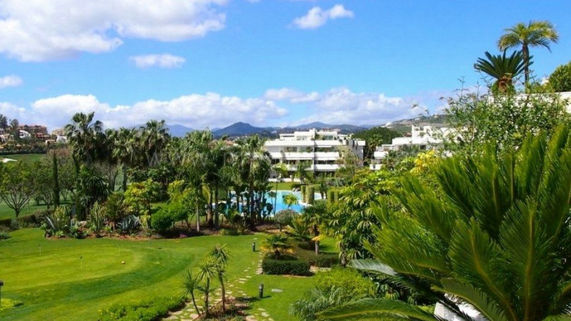Nueva Andalucia, Magnificent apartment for sale in Los Granados Golf, Nueva Andalucia