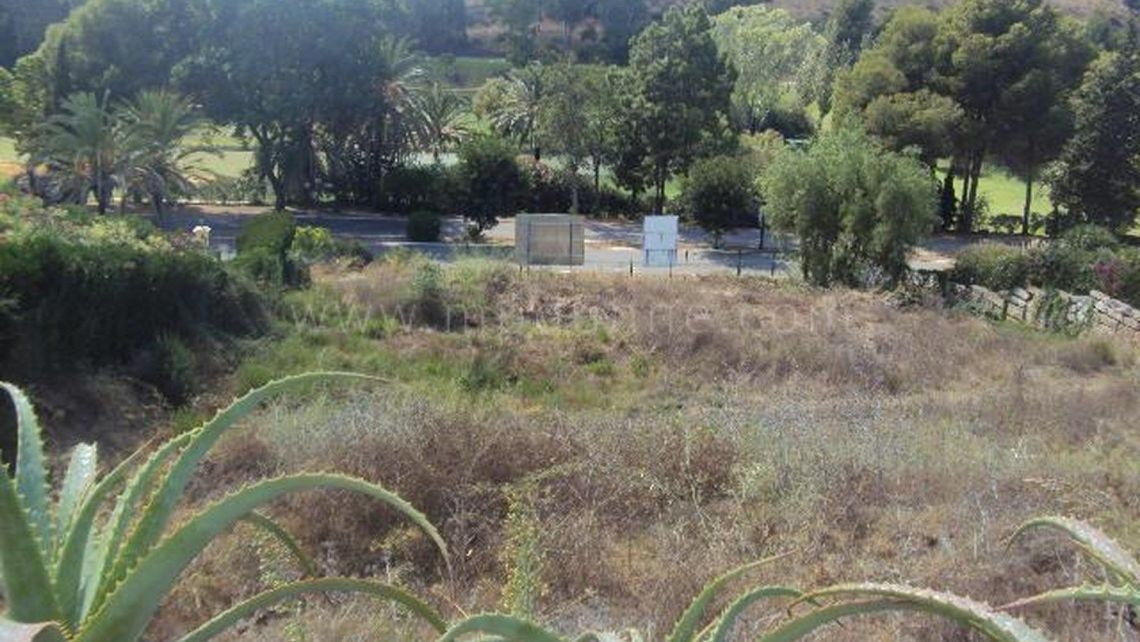 Estepona, Building Plot For Sale in El Paraiso, Estepona