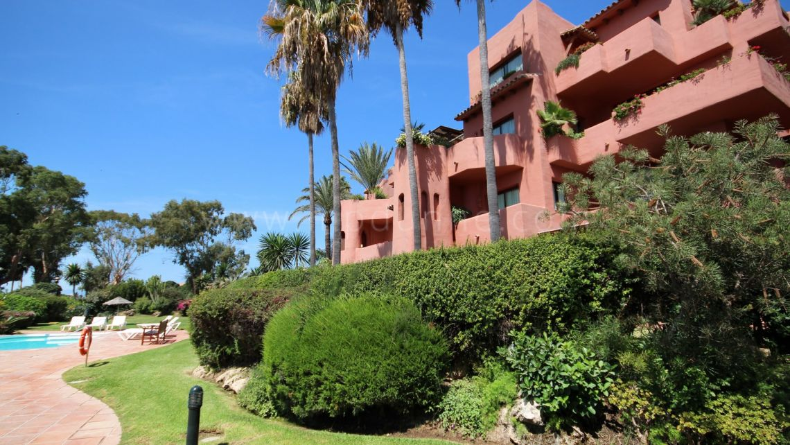 Marbella East, Front line beach Duplex-Penthouse for sale in Alicate Playa, Marbella East