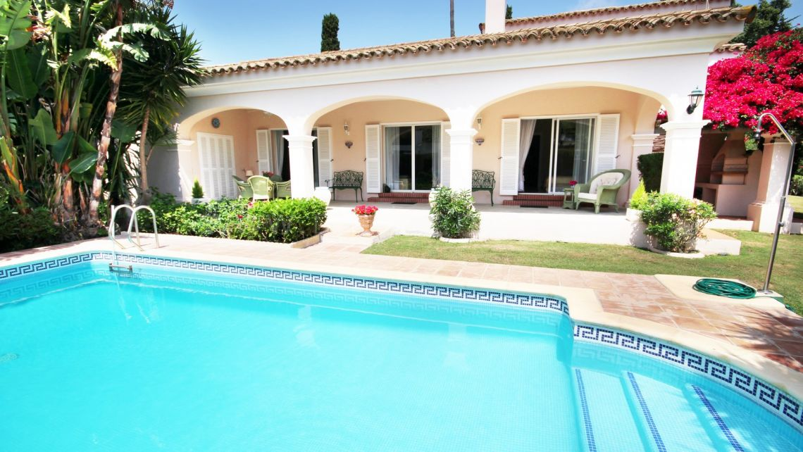 Sotogrande, Perfectly maintained Villa for Sale in Sotogrande