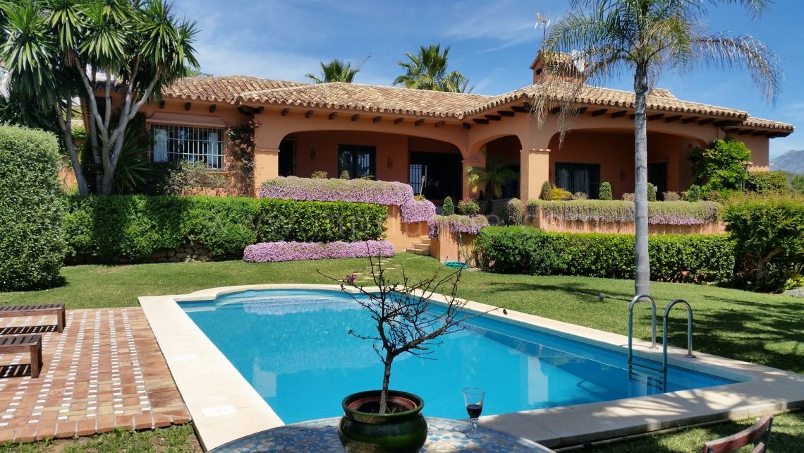 Benahavis, 5 bedroom Villa with beautiful views in La Quinta, Benahavis