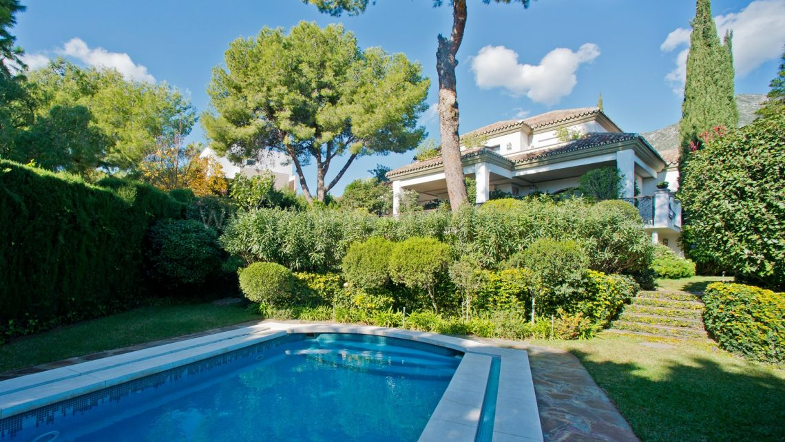 Marbella Golden Mile, Villa with Sea Views in Cascada de Camojan, Marbella Golden Mile